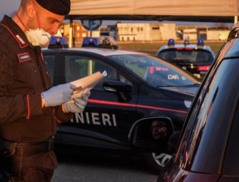 Reggiolo, rapina a mano armata in banca: caccia a 3 malviventi