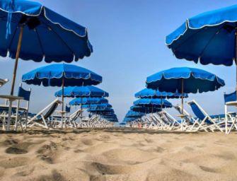 In Emilia-Romagna allo studio un protocollo per il turismo balneare: tra le ipotesi un ombrellone in 10 mq