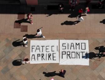 """""""Fateci riaprire, siamo pronti"""". La protesta dei commercianti di Scandiano ripresa dal drone"""