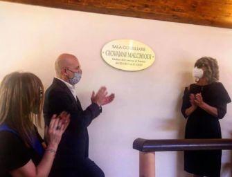 Sala consiliare al sindaco morto di Covid