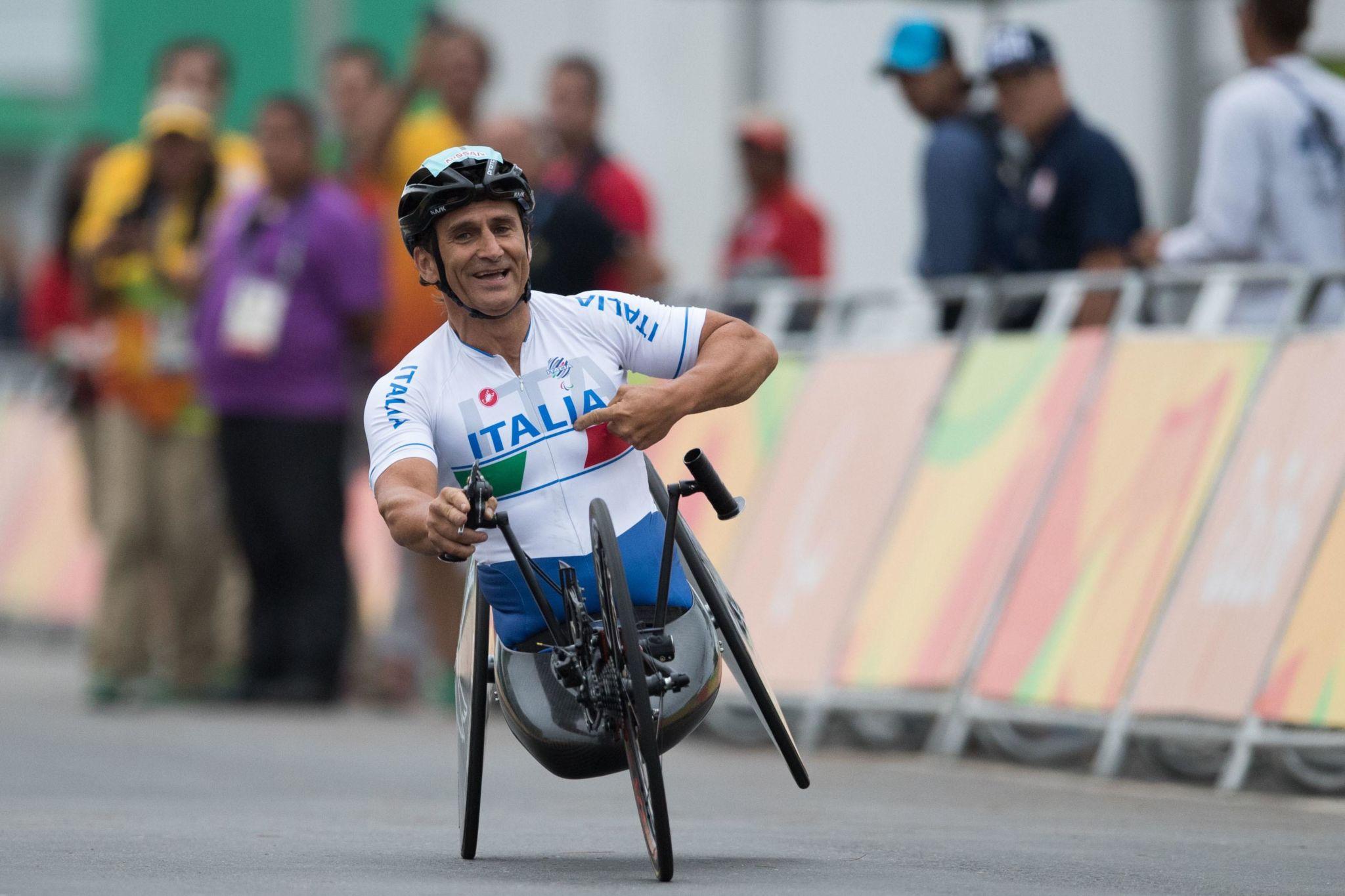 Incidente in handbike, Alex Zanardi è in condizioni molto gravi ...
