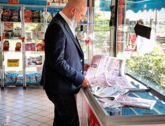 Nei bar emiliani tornano i giornali e le carte da gioco