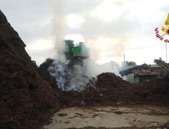 Valsamoggia, rogo nell'impianto a biomasse di Crespellano: 8 ore per domarlo