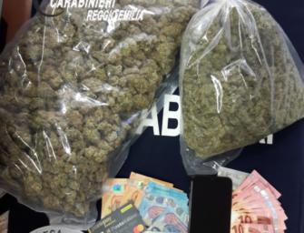 Reggio, 29enne arrestato per spaccio: nello zaino aveva quasi un chilo di marijuana