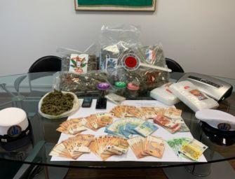 Reggio. Oltre 4 kg di marijuana nascosti nel divano di casa, arrestato 23enne