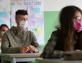 Mascherine, banchi, test: la scuola riparte