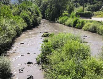 """Fango sversato nel fiume Reno dopo lo svuotamento della diga di Pavana, il Wwf: """"Disastro ambientale"""""""