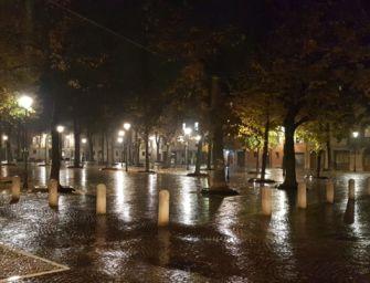 Reggio, ore 18: chiude la città. Si svuotano strade e piazze in centro storico (video-foto Glauco Bertani)