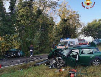 Incidente tra tre auto a Castel San Pietro Terme, grave un bambino