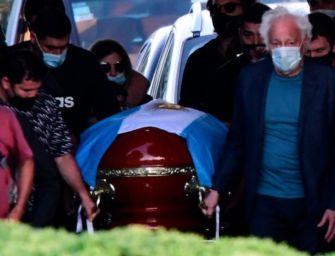 Diego sepolto a Bella Vista, Napoli rossa