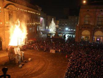 """Nel 2020 niente rogo del """"Vecchione"""": Bologna annulla il suo Capodanno in piazza a causa del Covid"""