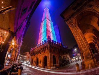 Torre Asinelli si colora, segnale di fiducia