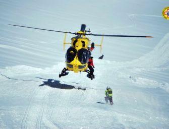 Scialpinista di 65 anni ferito durante la discesa dal monte Cusna: salvato dall'elisoccorso
