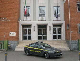 Cerca di favorire due società: commercialista di Parma interdetto per un anno dai pubblici uffici