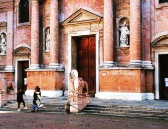 Reggio. Obbligo mascherina in centro