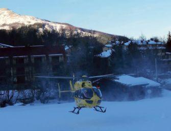 Scialpinista cade e si ferisce a una gamba sul monte Cusna: recuperato con l'elisoccorso