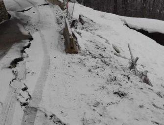 Neve e frane, chiusa strada al Ventasso