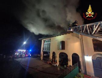 Incendio in una villa di Granarolo dell'Emilia, evacuate quattro famiglie