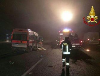 Incidente in A1 nel Reggiano tra un mezzo pesante e un'ambulanza, quattro feriti