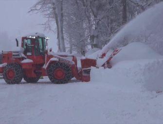 Passo delle Radici: oltre 2 metri di neve, turbine al lavoro