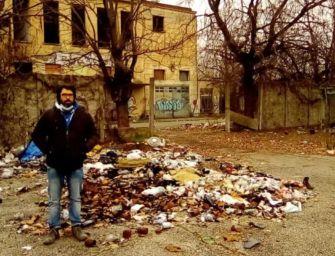 Via Agosti, lo sbando desolato nelle palazzine ex Reggiane. La galleria fotografica di un lettore
