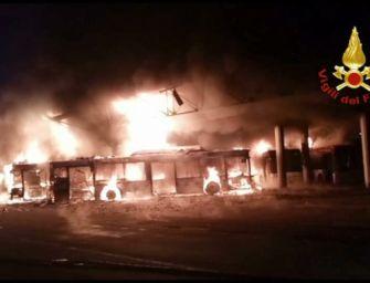 Devastante incendio nella rimessa dei bus di Seta a Reggio
