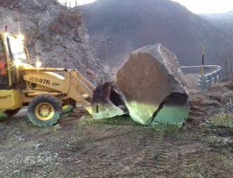 Senso unico alternato sulla strada provinciale Sp 9 a Civago per caduta massi