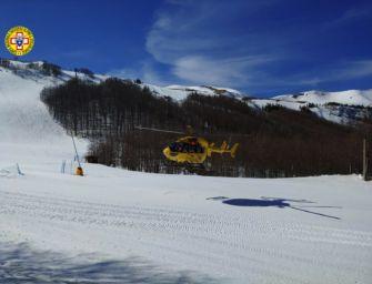 Scivola sul ghiaccio mentre mette in sicurezza la pista di snowboard al Corno alle Scale: è grave