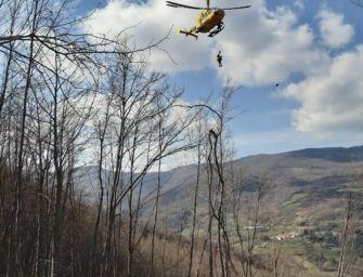 Uomo ferito a una gamba da un tronco alle Piane di Enzano: salvato dal Soccorso Alpino e dall'elisoccorso