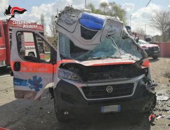 Ambulanza si schianta contro un tir a Molinella, morto il paziente trasportato a bordo