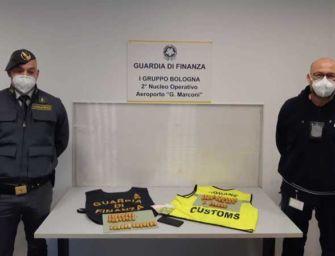 Arrestato un corriere della droga all'aeroporto di Bologna: aveva cento ovuli di eroina e cocaina nell'intestino