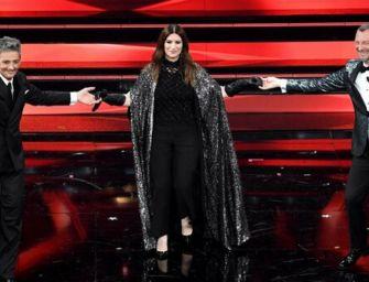 Sanremo, la Pausini sul palco dell'Ariston