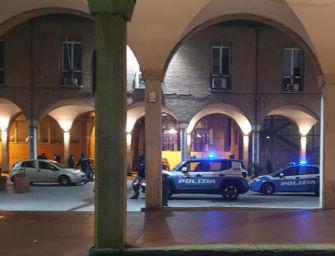 Molesta una ragazza per strada a Bologna: arrestato per violenza sessuale