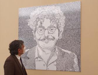 L'Università di Bologna ha affisso nell'atrio del rettorato un ritratto di Patrick Zaki