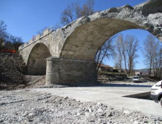 A Pavullo in corso la ricostruzione degli archi del ponte Samone crollati per la piena del Panaro