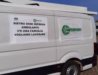 """A Reggio la protesta dei venditori ambulanti dell'Emilia-Romagna: """"Riaprire i mercati anche in zona rossa"""""""