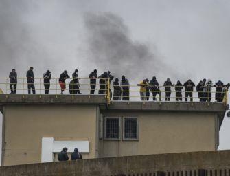 Rivolta in carcere a Bologna durante il lockdown, chiesto il processo per 49 detenuti
