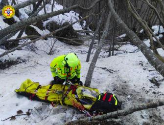 Monti Grossi, 22enne cade e sbatte la testa durante un'escursione sul Sentiero dei Rapaci