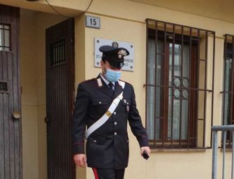 San Polo d'Enza. Minaccia di morte con un coltello la persona che ritiene rivale in amore: arrestato