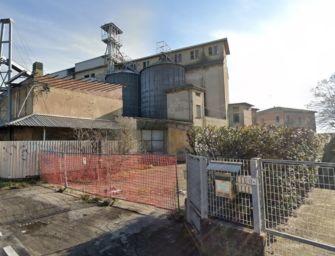 Ventenne trovato morto in un mulino abbandonato alle porte di Parma: si indaga per omicidio