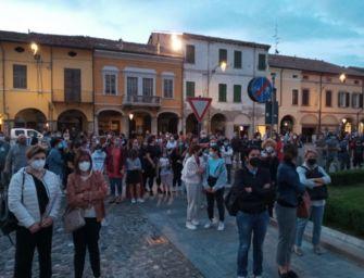 18enne scomparsa a Novellara, la fiaccolata (6 video)
