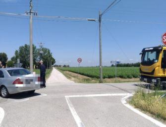 Scontro fatale tra un'auto e una moto a Budrio, morto il centauro