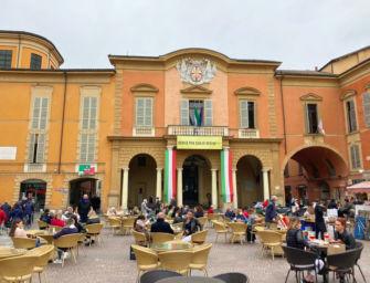 A Reggio rinnovato fino al 31 luglio l'obbligo di indossare la mascherina in tutta l'area del centro storico