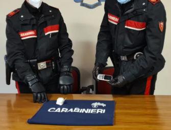 Reggio. Incrocia i carabinieri e scappa con le dosi di cocaina in tasca: raggiunto e arrestato