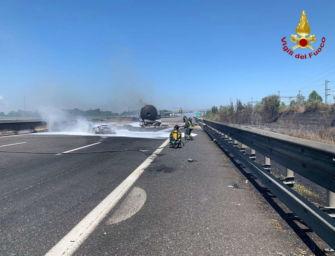Incidente e fuoco tra Piacenza e Fiorenzuola: 2 morti, chiusa l'A1. Poi riaperta una corsia verso Sud