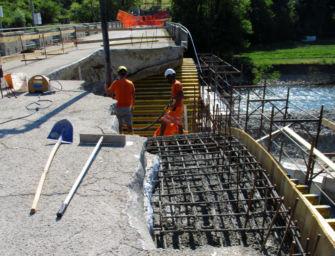 A Pavullo proseguono i lavori di ricostruzione del ponte Samone sul fiume Panaro