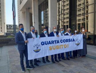 """Flash mob della Lega sotto la sede della Regione Emilia-Romagna: """"Subito la quarta corsia dell'A1"""""""