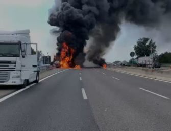 Camion a fuoco in A14 a Borgo Panigale