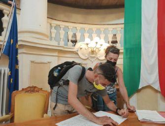 Reggio. I cittadini di Roncocesi raccolgono 380 firme per avere un'area cani