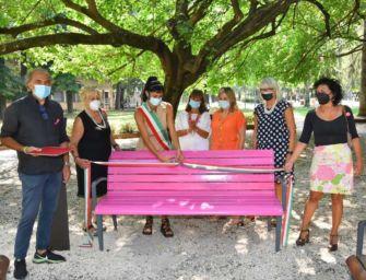 Reggio. Al parco Cervi la Panchina Rosa della prevenzione al tumore al seno